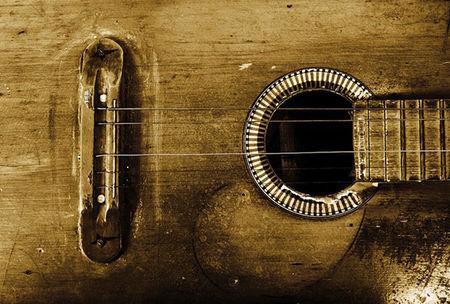 为什么吉他越旧,声音越好听?