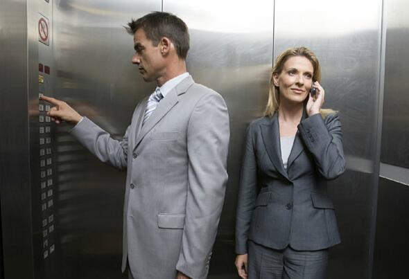 电梯上的关门按钮,其实并没有什么用?