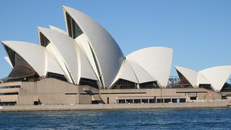 建造悉尼歌剧院用的是什么玻璃?