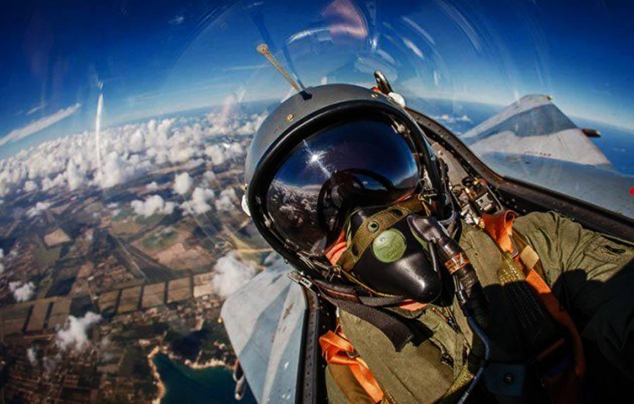 如何成为一名飞行员?