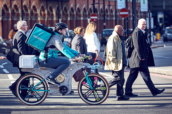 把厨房搬上自行车的送餐服务