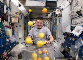 """各国航天员的""""奇葩""""太空生活"""