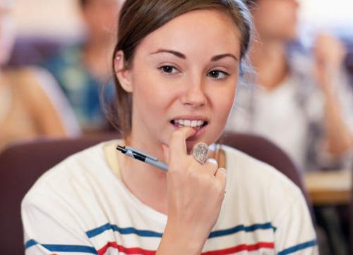 不仅仅是习惯?经常咬指甲、揪头发可能是一种心理疾病