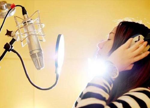 唱歌时的声带运动
