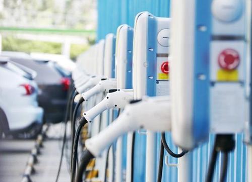 有車開沒電充大詞@ ∮,略顯尷尬的新能源充電柱