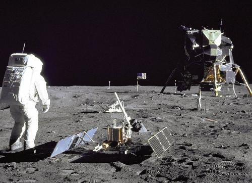 新模型三维重现阿波罗11号登月任务