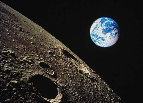 月球背面的奥秘